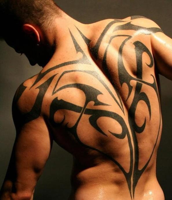 Idee Tatouage Tribal Dos Homme Modele De Tattoo 372227