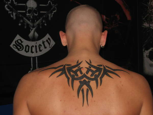Idee Tatouage Tribal Dos Homme Modele De Tattoo 372228